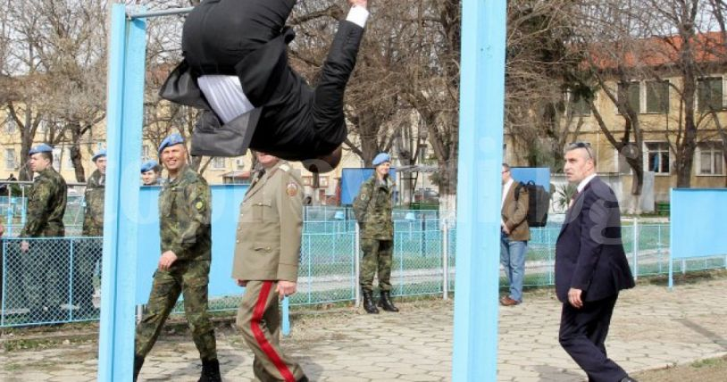 Резултат с изображение за Президентът демонстрира супер физическа форма