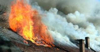 Покрив, мебели и домашно имущество изгоряха при пожар в къща в село Риш